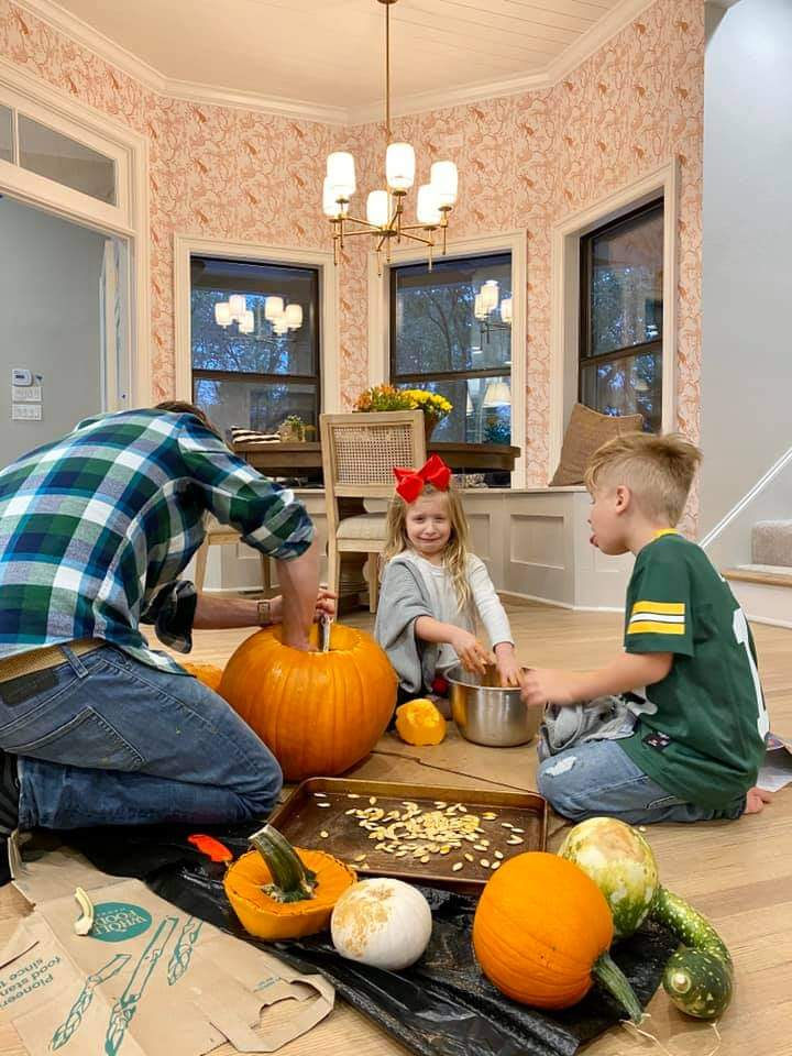 Halloween-decorating-with-kids