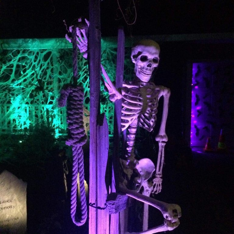 Halloween-scary-decorating-custom-ideas