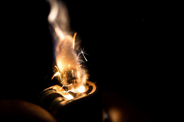 soft-flame-lighter-compare-with-torch-lighter